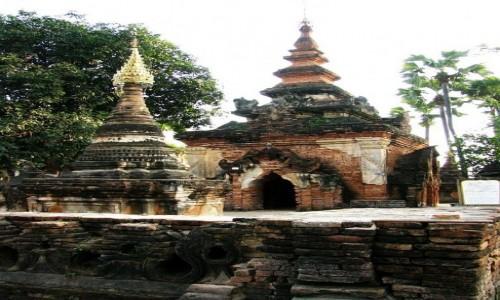Zdjecie MYANMAR / okolice Mandalay / Inwa (Ava) / stare stupy
