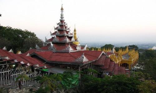 Zdjęcie MYANMAR / Mandalay / Mandalay Hill / końcowy odcinek wejścia na wzgórze