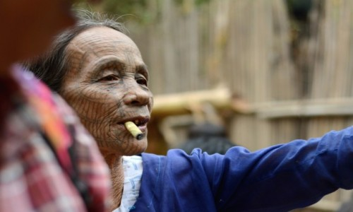 Zdjęcie MYANMAR / Stan Arakan, dystrykt Sittwe / wioska Chin, niedaleko Mrauk U / Druga kobieta Chin