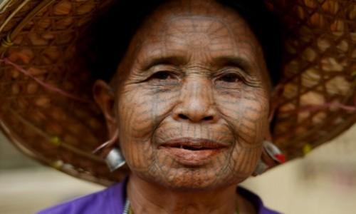 Zdjęcie MYANMAR / Stan Arakan, dystrykt Sittwe / wioska Chin, niedaleko Mrauk U / Trzecia kobieta Chin