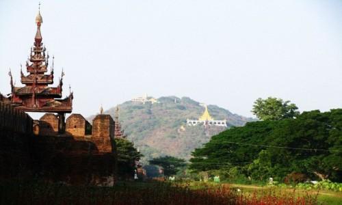 Zdjęcie MYANMAR / Mandalay / Mandalay / widok na pałac królewski i wzgórze Mandalay