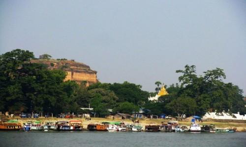 Zdjęcie MYANMAR / okolice Mandalay / rzeka Irawadi między Mandalay a Mingun. / widok na Mingun Paya