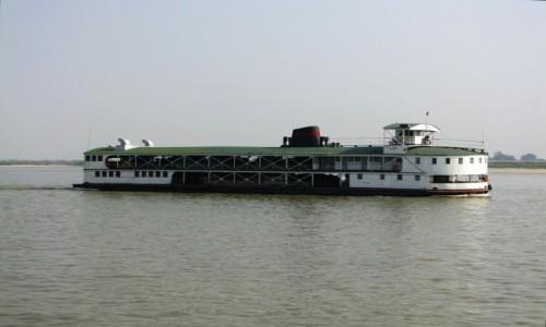 Zdjęcie MYANMAR / okolice Mandalay / rzeka Irawadi między Mandalay a Mingun / na rzece