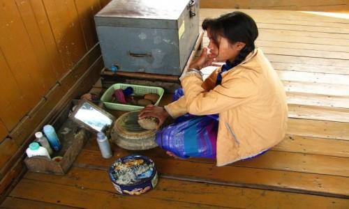Zdjęcie MYANMAR / okolice Mandalay / rzeka Irawadi między Mandalay a Mingun. / poranny makijaż