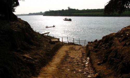 Zdjecie MYANMAR / okolice Mandalay / trasa Sagaing - Inwa / droga do Inwy