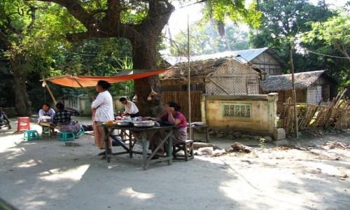 Zdjęcie MYANMAR / centralny Myanmar / Nyaung OO / na ulicy