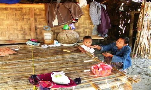 Zdjecie MYANMAR / centralny Myanmar / okolice Nyaung OO / wioska Monów nad Irawadi