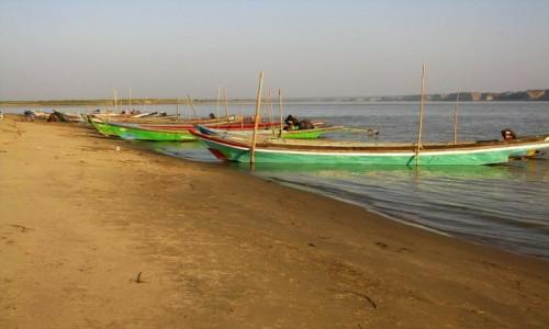 Zdjęcie MYANMAR / centralny Myanmar / okolice Nyaung OO / na brzegu Irawadi