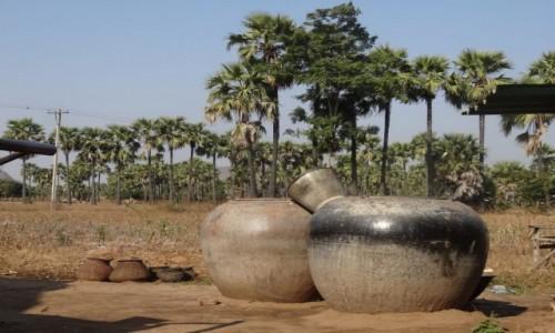 Zdjecie MYANMAR / Mandalay / okolice Bagan / naczynia