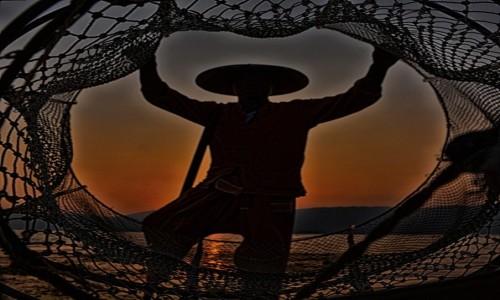 Zdjecie MYANMAR / Shan / Jezioro Inle  / Złapany w sieć