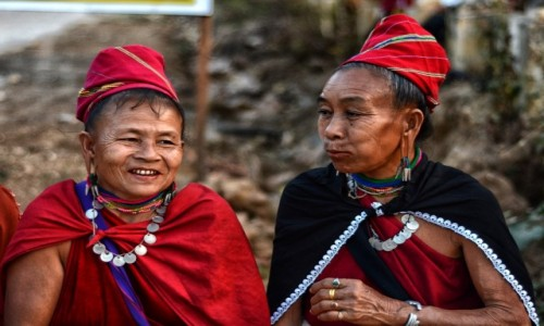 Zdjecie MYANMAR / stan Kaja / w pobliżu wiosek Ka Yah / Kumoszki (z plemienia Ka Yah)