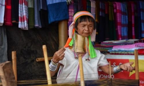 Zdjecie MYANMAR / stan Kaja / wioska Ka Yan / Będzie kilimek