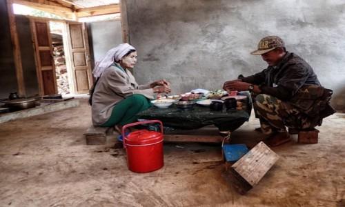Zdjecie MYANMAR / stan Kaja / wioska Ka Yan / Rodzinny obiad