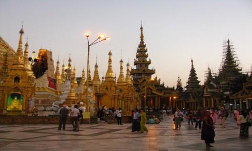 Zdjęcie MYANMAR / Yangon / Schwedagon Paya / Schwedagon Paya o zmroku