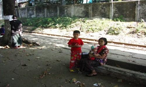 Zdjecie MYANMAR / Yangon / Yangon / na stacji kolejki podmiejskiej