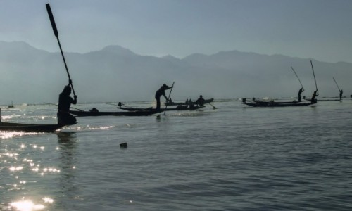 Zdjecie MYANMAR / Shan  / Inle Lake  / Rybacy już w pracy