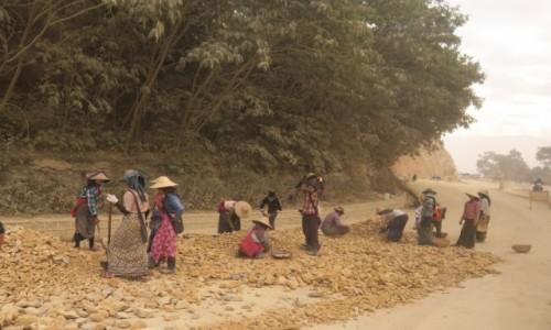 Zdjecie MYANMAR / Kalaw / Kalaw / Budowa drog w Myanmar