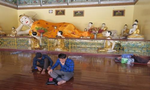 Zdjecie MYANMAR / Yangon / Shwedagon / Odpoczynek z Buddą :)