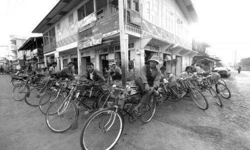 Zdjecie MYANMAR / brak / Nyaungshwenad jez.Inle / Taxi