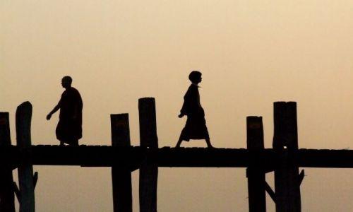 Zdjecie MYANMAR / myanmar / most UBein / ludzie