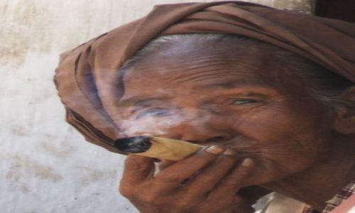 Zdjecie MYANMAR / myanmar / Bagan / papieros
