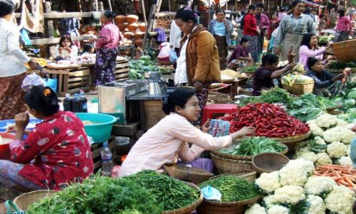 Zdjecie MYANMAR / myanmar / Bagan / kolory targu
