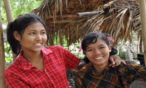 Zdjecie MYANMAR / brak / między Yangonem a Bago / Wesołe birmańskie dziewczyny
