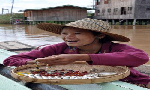 Zdjecie MYANMAR / brak / Inle Lake / Handlarka na Wodnym Markecie..