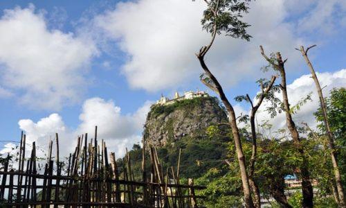 Zdjecie MYANMAR / brak / Mount Pop / Słynna Góra Popa z klaszotrem na szczycie, do którego wejścia pilnują małpki :)