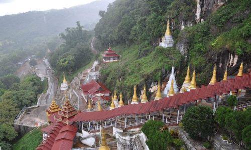 Zdjecie MYANMAR / brak / Pindaya / Schody do Jaskiń z 8tys. posągów Buddy.. Deszcz trochę padał :)