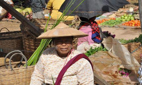 Zdjecie MYANMAR / brak / Inle Lake  / Handlarka na targu na jednej z wysp ..