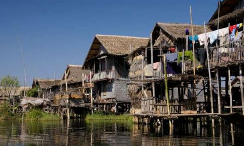 Zdjecie MYANMAR / Heho / Jezioro Inle / wioska na jeziorze