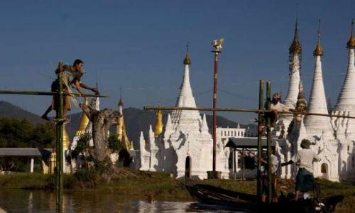 Zdjecie MYANMAR / Heho / Jezioro Inle / Budujemy bambusową estakadę.