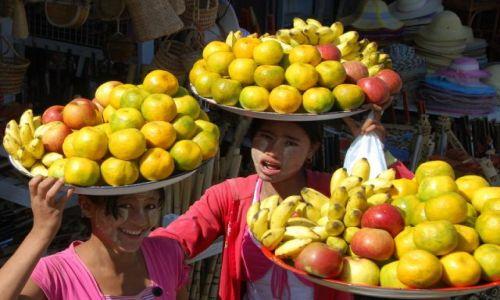 Zdjecie MYANMAR / Kyaiktiyo / Kyaiktiyo / Owocowy zawrót głowy