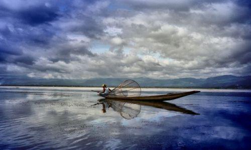 Zdjecie MYANMAR / Prowincja Shan / Jezioro Inle ( Inle lake ) / ratując ryby od utonięcia