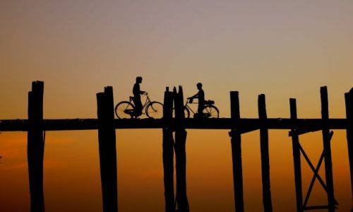 Zdjecie MYANMAR / Amarapura / U Bein's Bridge / spotkanie
