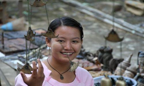 Zdjecie MYANMAR / - / Bagan / usmiech