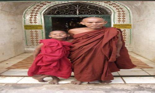 Zdjęcie MYANMAR / Pagan / Pagan / ... uczeń i mistrz ...