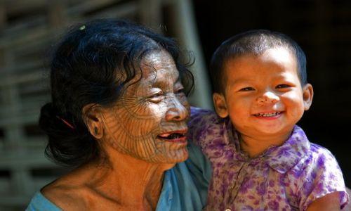 Zdjecie MYANMAR / Chin State / Lemro River / dwa pokolenia