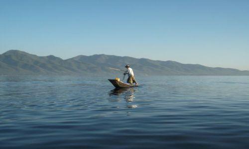Zdjęcie MYANMAR / Okolice jeziora Inle / Inle Lake / ... zwrot przez dziób ...