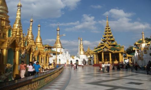 Zdjęcie MYANMAR / Rangun / Shwedagon Pagoda / .... dziedziniec dookoła ....