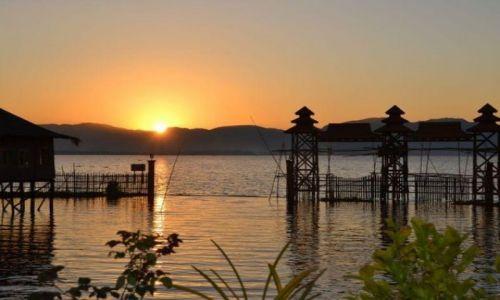 MYANMAR / - / Jezioro Inle / Zachód Słońca nad Jeziorem Inle