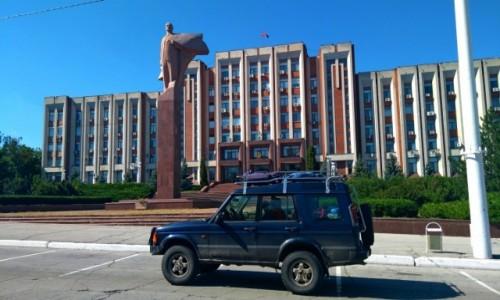 Zdjecie NADDNIESTRZE / Naddniestrzańska Republika Moldovy / Tiraspol - budynek Rady Najwyższej / Podróż w czasie
