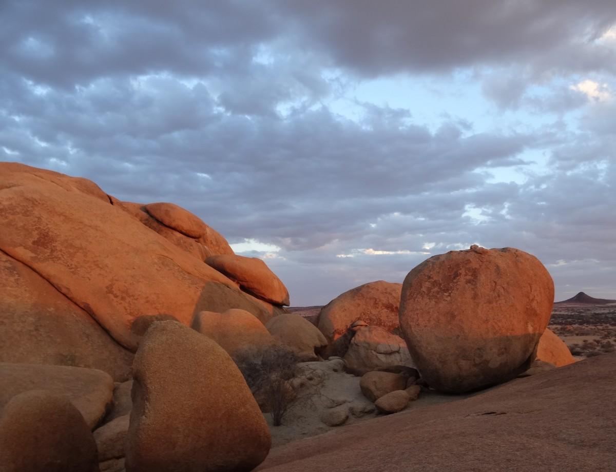 Zdjęcia: Masyw Spitzkoppe, Ziemie Buszmenów, Spitzkoppe o zachodzie słońca wzbudziło nasz zachwyt, NAMIBIA