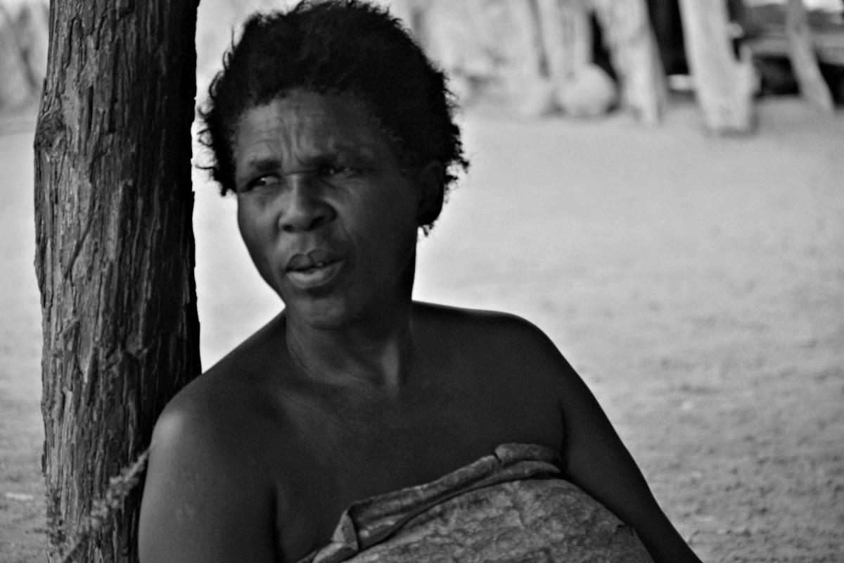 Zdjęcia: Wioska kulturowa plemienia Damara, Zachodnia Namibia, Kobieta ludu Damara, NAMIBIA