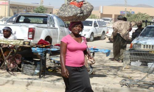 Zdjęcie NAMIBIA / Opuwo / Opuwo / Angolanka