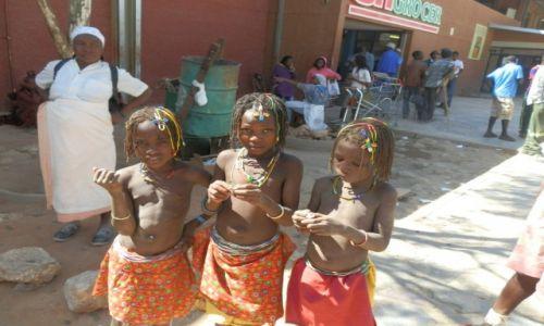 Zdjęcie NAMIBIA / Opuwo / Opuwo / Życie