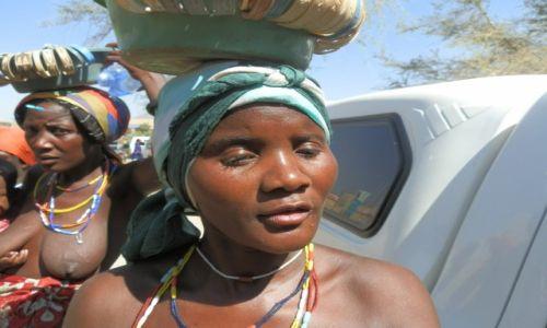 Zdjęcie NAMIBIA / Opuwo / Opuwo / Każdy grosz