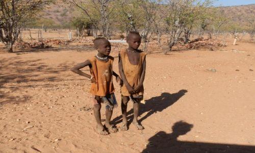 Zdjęcie NAMIBIA / Granica z Angolą / Epupa Falls / Afrykańskie dzieci