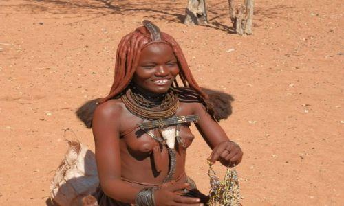 Zdjęcie NAMIBIA / Granica z Angolą / Okolice Epupa / Uśmiech pustynnej nimfy
